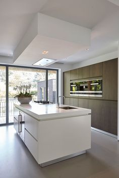 Contemporary style kitchen designs are among the methods to go. You do not require a complicated kitchen so it will be stick out, just some unique designs that can make your kitchen area the envy of the neighbors. Farmhouse Kitchen Cabinets, Modern Farmhouse Kitchens, Home Decor Kitchen, Interior Design Kitchen, Kitchen Ideas, Küchen Design, Layout Design, Design Ideas, Hotte Design