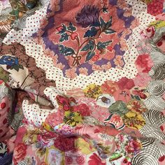 65 vind-ik-leuks, 9 reacties - Elizabeth Wright (@lizatbroderie) op Instagram: 'Such a happy day today, a lovely friend hand quilted my @msg47 #notthelevenshall…'