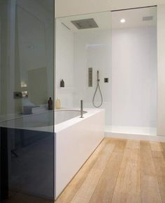Transparant en daardoor ruimtelijk. Gebruik van hout voor warmte.