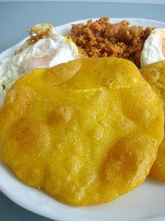 Tortos de Maíz con Picadillo y Huevos
