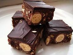 View the latest recipes from ProCook Malteser Tray Bake Cold Finger Foods, Party Finger Foods, Baby Food Recipes, Sweet Recipes, Food Baby, Something Sweet, Dessert Bars, Tray Bakes