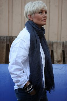 Mathildes verden: Must have! Short Grey Hair, Short Hair Cuts For Women, Short Hair Styles, Viernes Casual, Cute Pixie Cuts, Drop Dead Gorgeous, Beautiful, Mature Fashion, Ageless Beauty