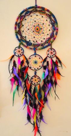 #dreamcatcher #rainbow #colors                                                                                                                                                                                 Más Beautiful Dream Catchers, Black Dream Catcher, String Art, Dreamcatchers Diy, Boho Dreamcatcher, Hippy Art, Hippy Life, Hippie Accessories, Craft Accessories