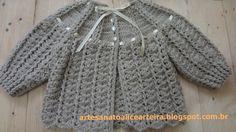 CASAQUINHO DE CROCHÊ PARA BEBÊ - LEQUES E PONTOS ALTOS EM RELEVO Crochet Baby Dress Pattern, Crochet Bebe, Crochet Baby Shoes, Crochet Blouse, Baby Knitting Patterns, Crochet Dolls, Crochet Clothes, Knit Crochet, Knitting Videos