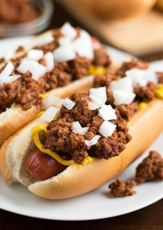 Easy Homemade Hot Dog Chili (No Chili Season Packets Involved) - Savory Spicerack Homemade Hotdog Chili Recipe, Homemade Hot Dogs, Hot Dog Chili, Chili Dogs, Chili Chili, Turkey Chili, Hot Dog Recipes, Chili Recipes, Yummy Recipes