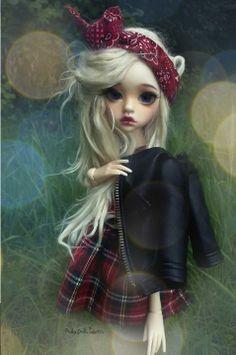 Larina Dim Doll head Doll chateau body