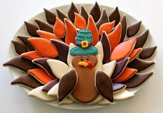 Need a last minute Thanksgiving cookie idea that will have you out of the kitchen and shaking your tail feathers in no time at all? Then this is for you!