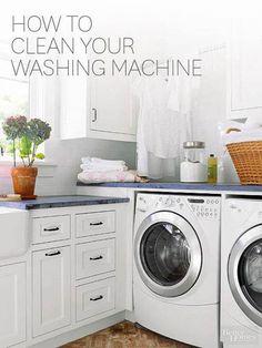 Si su ropa salen de la lavadora todavía huele mal, limpiar su lavadora con vinagre y agua caliente. | 31 Clever Ways To Clean All Of The Stubbornly Dirty Things