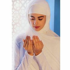 Beautiful Muslim Women, Beautiful Hijab, Hijabi Girl, Girl Hijab, Arabian Beauty Women, Muslim Beauty, Iranian Beauty, Muslim Women Fashion, Islamic Girl