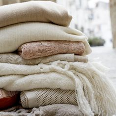 I seem to collect blankets, throws. Have them stored a blanket boxes, even one in the garden room! VLP