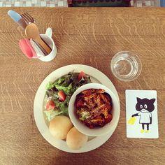 COCHI CAFE。ベジタブル トマトのブリッジをいただきました♫豆乳の丸パンもおいしい〜(๑´ڡ`๑)