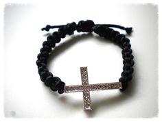 Handmade Jewelry Rg: Macrame bracelet with a cross of white strass