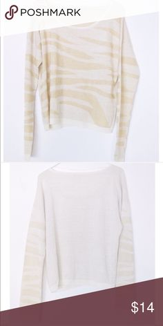 """NWT Gianni Bini Sparkly Sweater The Sweater has a shimmer to it! So gorgeous. Pics don't do it justice. 23"""" L 20"""" pit to pit Gianni Bini Sweaters"""