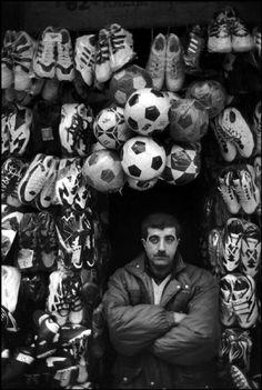 "Marc Riboud, Istanbul street, ""shoe"""
