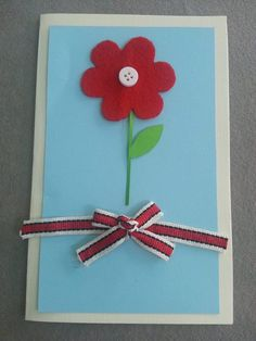 DIY Tutorial: Cards / Flower Card for Mom Tutorial - Createsie Diy Mothers Day Gifts, Fathers Day Crafts, Tissue Flowers, Diy Flowers, Mother's Day Projects, Hand Molding, Mother's Day Diy, Craft Patterns, Flower Cards