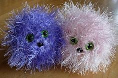 Pygmy Puffs Free Crochet Pattern- they even have little feet on the bottom!!