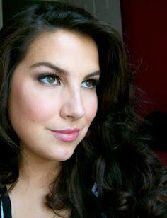 My fav makeup guru Emily Eddington of Beauty Broadcast http://www.beautybroadcast.net/#