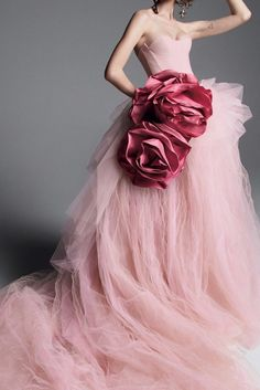 ideas bridal gowns vera wang dream dress for 2019 Couture Mode, Couture Fashion, Couture Dresses, Fashion Dresses, Pink Dress, Dress Up, Vera Wang Bridal, Prom Dresses, Wedding Dresses