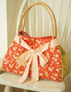 cute handmade purse - shorten that bow or lose it altogether and it would be a DO for me