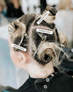 My roadmap for foil success 💯 Do you plan out your sections when doing a full head application or just go for it and try not to get lost? Fringe Hairstyles, Pretty Hairstyles, Elegant Hairstyles, Funky Hairstyles, Bridal Hairstyles, Natural Hairstyles, Hair Stylist Tips, Hair Foils, Hair Color Formulas