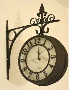 アンティーク調のナチュラルインテリアの時計-ポタフルール-