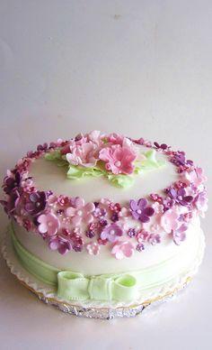 Pink & Purple....... by Anita Jamal, via Flickr #cupcakes #birthdays #weddings