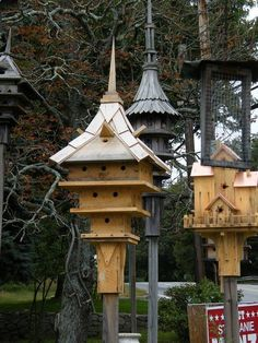 When it comes to birds, avid watchers know that you can never have too many bird houses in your yard. Birds appreciate these items during the nesting and migration seasons, which can just about cover the entire year in some areas. Bird House Kits, Owl House, Bird Houses Diy, Fairy Houses, Bird House Feeder, Bird Feeders, Birdhouse Designs, Unique Birdhouses, Butterfly House