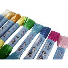 Rafia perlada. Rafia perlada 100% algodón natural. Disponible en varios colores en madejas de 30 metros. Se vende por unidad.