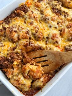 Taco biscuit bake is an easy simple one pot meal. Puffed up refrigerated biscuits smothered in a beefy taco mixture and topped with melted cheese. Customize with your favorite taco toppings and you have a delicious dinner that the entire family will love! Homemade Biscuits Recipe, Canned Biscuits, Buttermilk Biscuits, Refrigerated Biscuit Recipes, Mexican Food Recipes, Beef Recipes, Cooking Recipes, Mexican Dishes, Easy Recipes