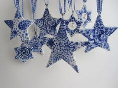 Decorating ideas for a classic blue and white Christmas. Delft Star ornament - Hand painted Blue and white porcelain ornament -- I really want these! Delft, Chinoiserie, White Christmas, Christmas Crafts, Christmas Ornaments, Christmas 2019, Ceramic Christmas Decorations, Blue Christmas Decor, Christmas Stars