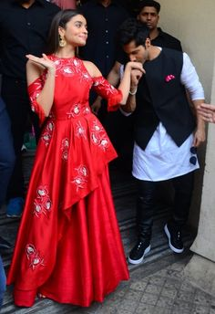 30 Photos For Everyone Who Likes To Pretend Varun Dhawan And Alia Bhatt Are Dating fashion dresses Women's Dresses, Indian Gowns Dresses, Stylish Dresses, Fashion Dresses, Bollywood Celebrities, Bollywood Fashion, Bollywood Couples, Celebrities Fashion, Indian Wedding Outfits