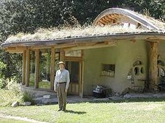 Cob House - love the overhang roof, would be great for a front porch BainbridgeInst_Gifford.jpg (320×240)
