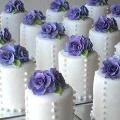 mini wedding cakes M - weddingcakes Fancy Cakes, Cute Cakes, Pretty Cakes, Mini Cakes, Beautiful Cakes, Amazing Cakes, Cupcake Cakes, Mini Tortillas, Mini Wedding Cakes