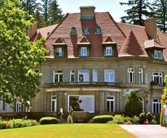 Pittock Mansion plus 14 other fun places to visit, eat and play in NW Portland. Portland Hikes, Portland Restaurants, Portland Oregon, State Of Oregon, Oregon Travel, Forest Park, Beautiful Places To Visit, Pacific Northwest, Vacation