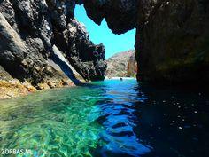 Schlucht von Agiofarango Kreta   Schlucht von Agiofarango Kreta: Diese Schlucht liegt im Süden Zentralkretas und ist eine kurze Schluchtenwanderung, die an einem wunderschönen Strand am libyschen Meer endet. Hier machen wir eine Pause zum Grillen, aber wer vom Wandern nicht genug hat: Erforschen Sie doch einfach die Pfade rechts und links des Strandes. Wenn Sie