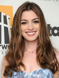 Anne Hathaway poses backstage at the Annual Hollywood Film Awards Gala on Monday, Oct. 2011 in Beverly Hills, Calif. Beautiful Smile, Beautiful People, Most Beautiful, Beautiful Celebrities, Beautiful Actresses, Anne Hathaway Makeup, Anne Hathaway Style, Carey Mulligan Hair, Anne Jacqueline Hathaway