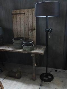 LAMP INDUSTRIEEL nr. 962 Afhaalprijs. Bezorgkosten op aanvraag