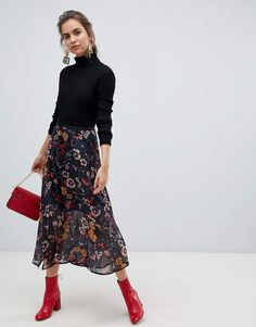Young floral midi skirt at ASOS. Get the latest trends with ASOS now. Work Fashion, Modest Fashion, Women's Fashion Dresses, Feminine Fashion, Fashion 2017, Fashion Clothes, Fashion Rings, Fashion Women, Fashion Online