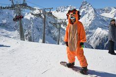 #onesie #kigurumi #skiing #snowboarding #snow #snowy #mountain #minion #eeyore #lion #ski #partying #costume #kigu #animal #pajama