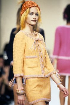 See the complete Chanel Spring 1994 Ready-to-Wear collection.