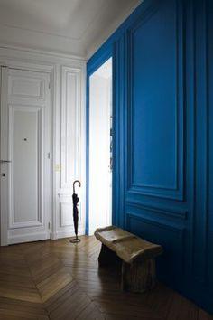 Classic Blue : adopter la couleur Pantone 2020 dans sa déco Bleu Pantone, Azul Pantone, Pantone 2020, Pantone Color, Interior Architecture, Interior And Exterior, Interior Decorating, Interior Design, Design Interiors