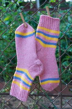 Pink thread- 100% wool. Stripes- Acrylic fiber.  The heel is knitted with a double thread.  #KnitAndCozy