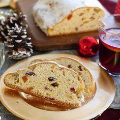 「発酵いらずのクリスマスシュトーレン」のレシピと作り方を動画でご紹介します。ホットケーキミックスを使えば、発酵いらずで簡単!ヨーグルトを入れるのでしっとりとした食感に仕上がります♪ぜひお家で作ってみてくださいね。