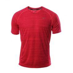 Con la camiseta Miler Printed de #Nike para hombre tus sesiones de entrenamiento en la pista serán cómodas y frescas, gracias a su aplicación de tecnología Dri-FIT que absorbe y expulsa el sudor.