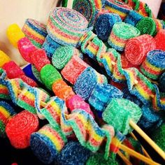 Rainbow or any Color Party Favors Candy Kabob Skewers Sticks, Lollipops, Candy Centerpiece , Birthda 5th Birthday Party Ideas, Birthday Parties, 50 Party, Birthday Cookout, Neon Party, Sweet Sticks, Anniversaire Candy Land, Festa Baby Alive, Hollywood Candy