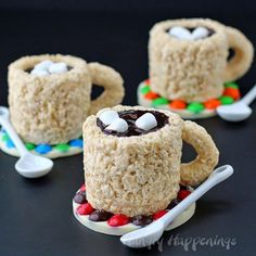 Rice Krispie Treat Cups.Quick, cute and easy Christmas Rice Krispie treats! Fun for class treats, Christmas parties or fun dessert ideas!