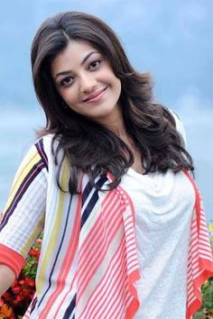 Kajal Agarwal is one of the most popular and beautiful actresses South Indian Actress. She is also work in Bollywood. Kajal Agarwal work on many South Indian Movies and Bollywood Movies. Indian Celebrities, Beautiful Celebrities, Beautiful Actresses, Beautiful People, Beautiful Bollywood Actress, Most Beautiful Indian Actress, Kajal Agarwal Saree, Bollywood Girls, Indian Bollywood