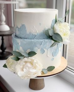 wedding cakes with cupcakes Simple and chic butter. - wedding cakes with cupcakes Simple and chic buttercream wedding cakes - Buttercream Wedding Cake, Wedding Cakes With Cupcakes, Cupcake Cakes, Blue Wedding Cakes, Wedding Cake Two Tier, Fruit Wedding, Wedding Gold, Green Wedding, Summer Wedding