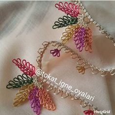 Fotoğraf açıklaması yok. Beaded Embroidery, Embroidery Stitches, Hand Embroidery, Baby Knitting Patterns, Crochet Patterns, Crochet Borders, Needle Lace, Knitted Shawls, Knitting Socks