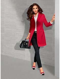 Que pensez-vous de cette veste blazer longue rouge assortie aux escarpins?